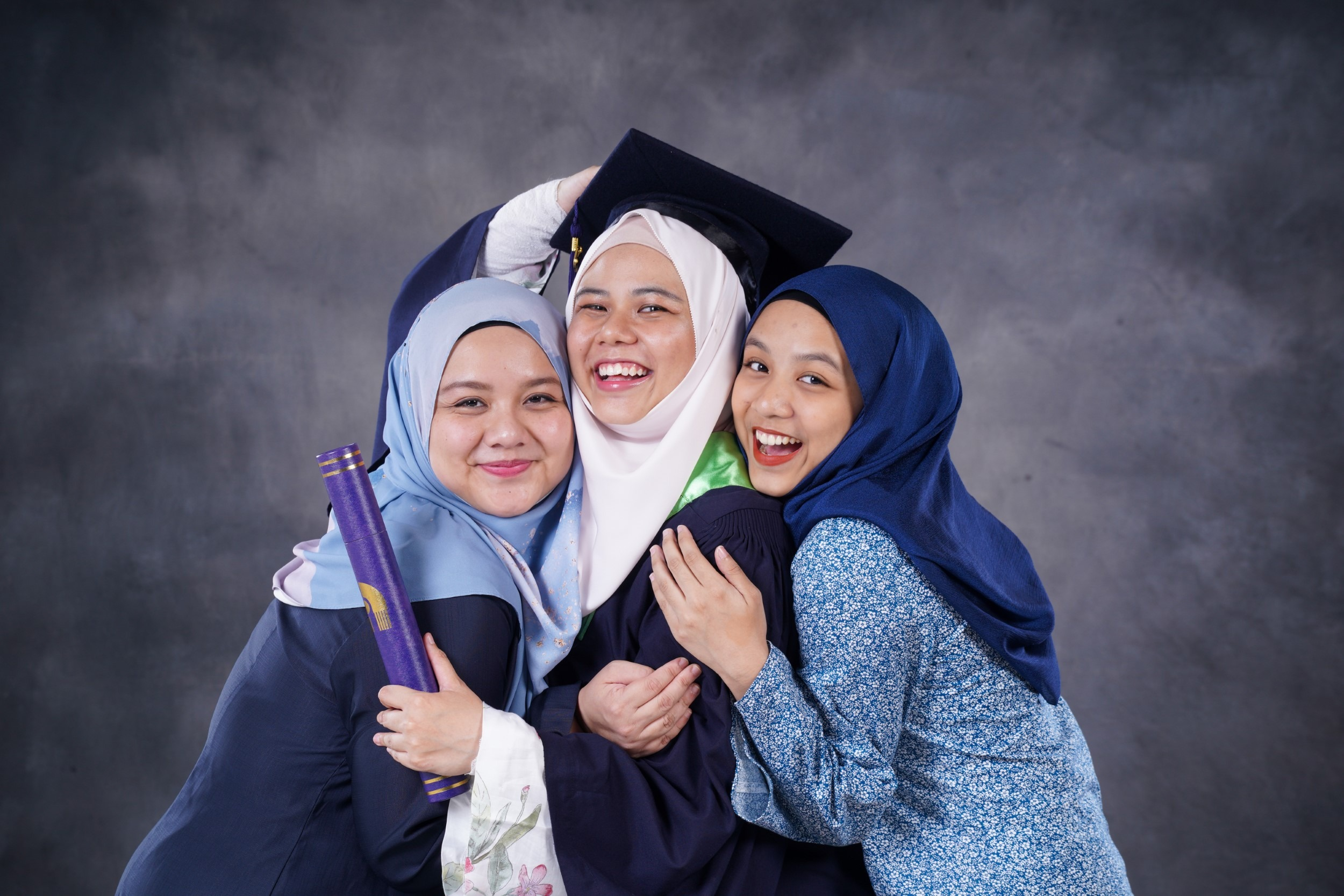 Supreme Unlimited Package - Graduation Photo In Studio (Convocation) 4