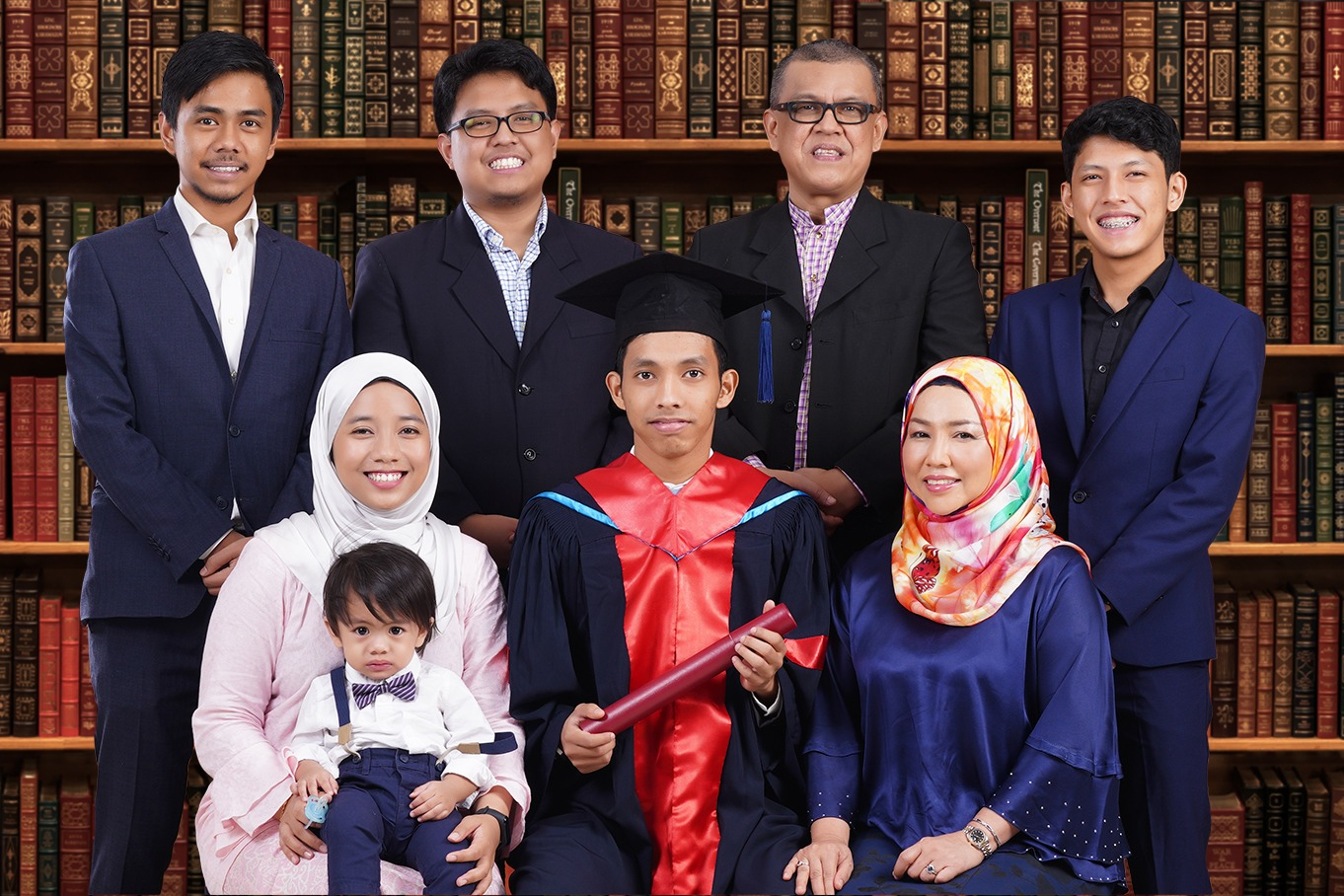 graduation-photo-studio-convocation-unisel-uitm-unikl-usm-uum-msu-segi-taylor-kdu-uia-iium-utm-um-university-konvo-shah-alam-with-classic-library-book-backdrop