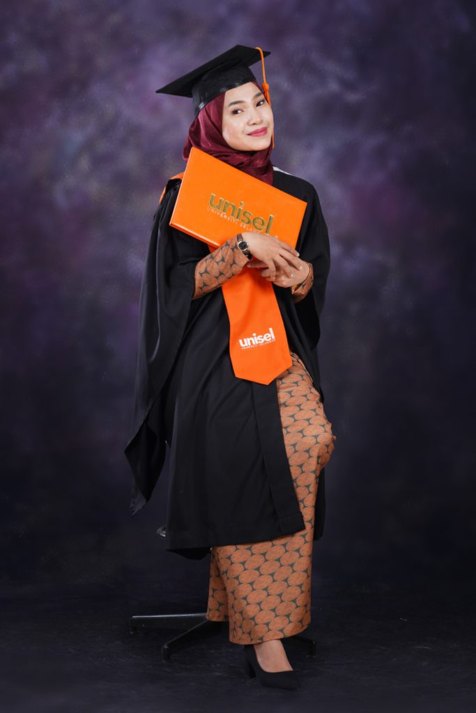 graduation photo in studio shah alam subang jaya