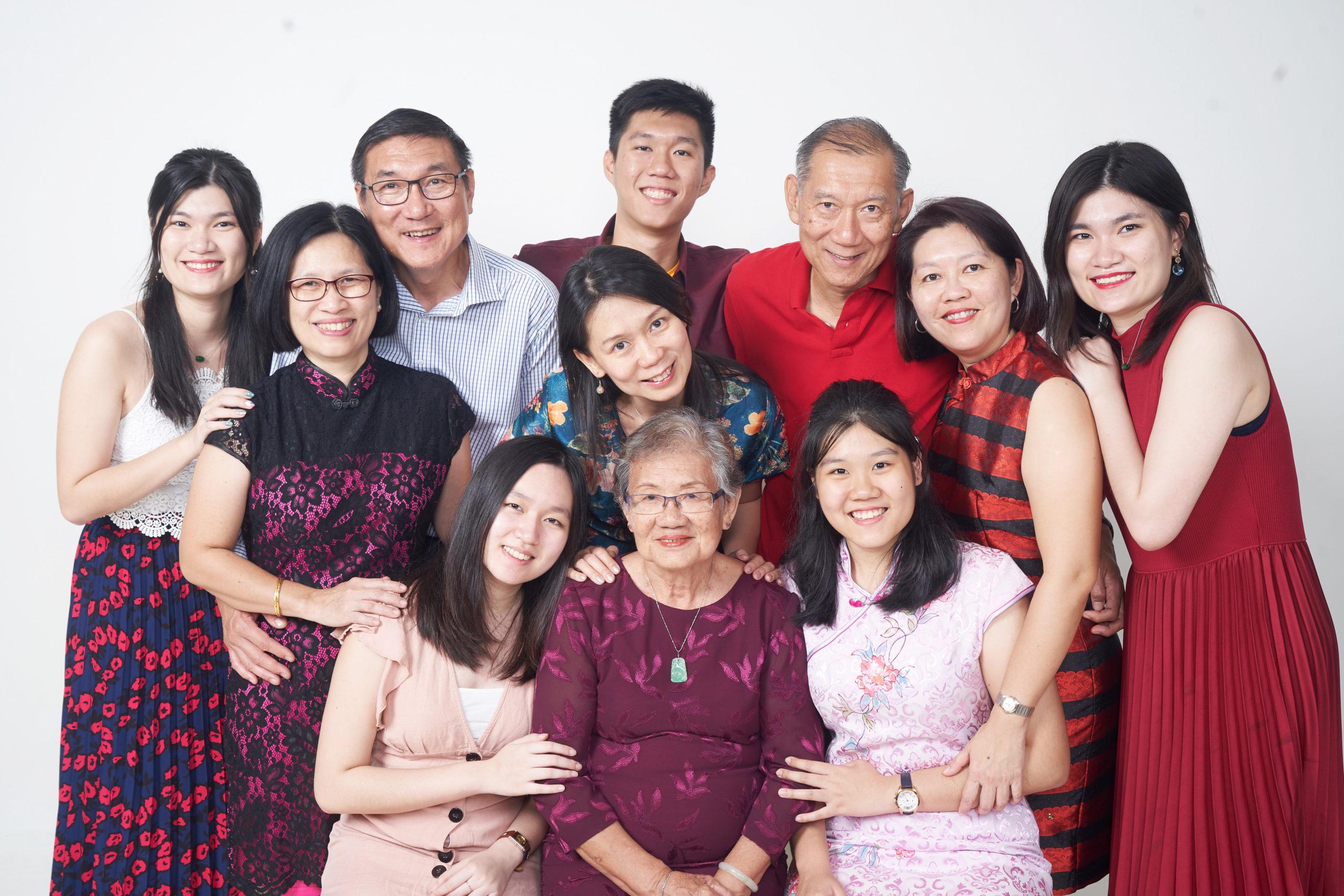 studio-gambar-keluarga-family-potret-portrait-photography-white-large-big-frame-print-poster-beautiful-profile-photoshoot-ad-studio-shah-alam-petaling-subang-klang-sunway-bukit-jelutong